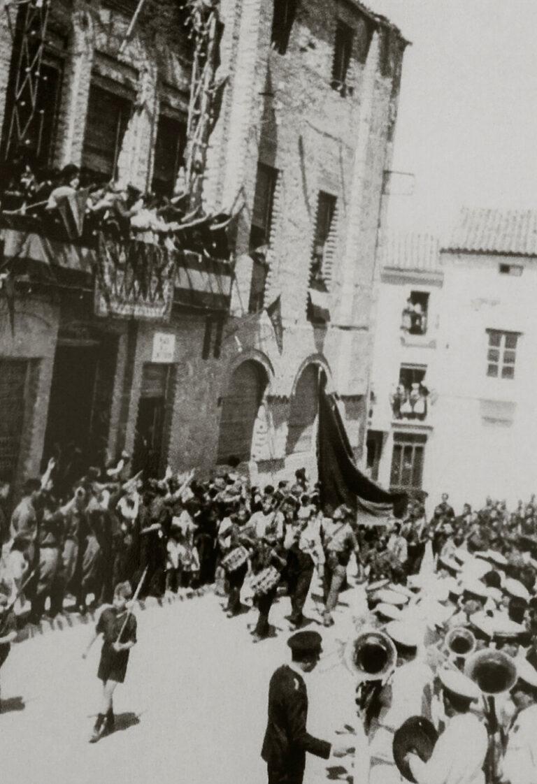 Baena-Guerra-Civil-desfile-en-el-Paseo